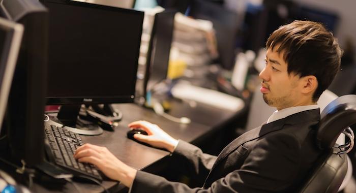 作業中の男性